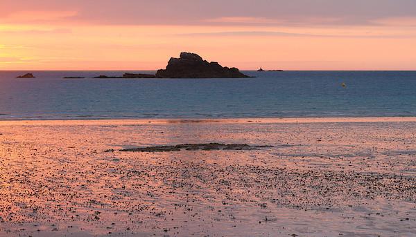 Sonnenuntergang in Saint Malo bei Ebbe