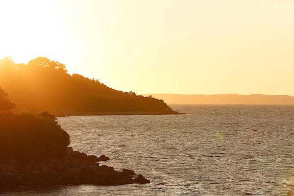 Küste bei Tréboul im Abendlicht