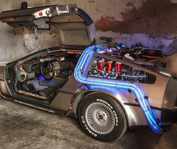Der DeLorean in Doc Browns Garage