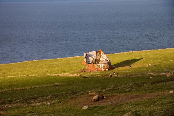 Alter Wassertank am Fjord Skagafjörður