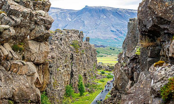 Die Felsspalte zwischen der amerikanischen und eurasischen tektonischen Platten