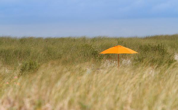Schirm in den Dünen