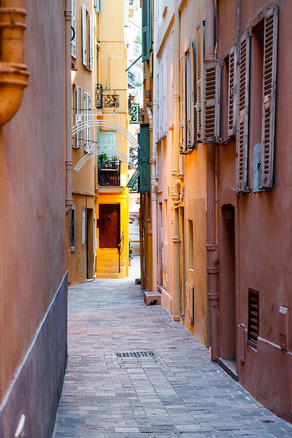 Eine Gasse in Monaco
