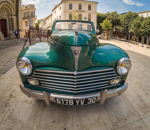 Ein alter Peugeot 203