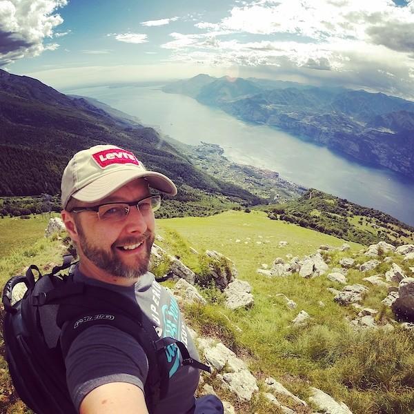 Ich auf dem Monte Baldo mit Blick auf den Gardasee