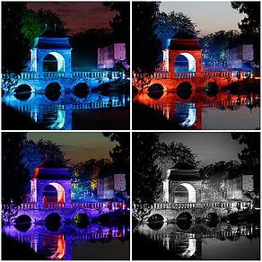 Die Barockbrücke in farbiges Licht getaucht