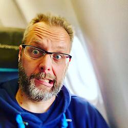 Aufgeregt im Flugzeug