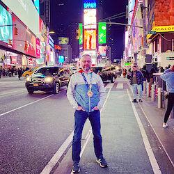 Meine Medailile und ich auf dem Times Square