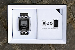 Die Pebble Steel in ihrer Box
