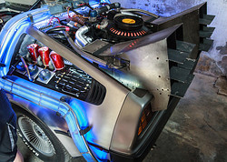 Der DeLorean in Doc Browns Garage