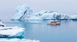 Eine Fahrt mit dem Amphibienfahrzeug durch die Eisberge