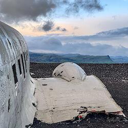 Blick vom Flugzeugwrack in Richtung Gletscher