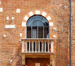 Backsteinbau in Verona