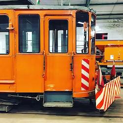 Straßenbahn mit Kehrvorrichtung