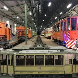 Straßenbahndepot mit Betriebsfahrzeugen