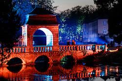 Die Barockbrücke in Rot-Orange