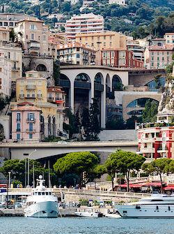 Hafen, Yachten, Häuser, Brücken – Monaco