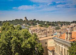 Ausblick vom Amphitheater von Nîmes über die Stadt