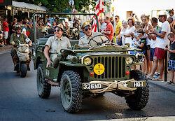 Ein Willys Jeep bei der Parade