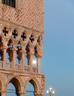 Vollmond über dem Dogenpalast